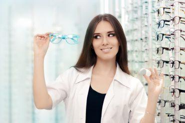 Spectacles vs Contact lenses - Gurjeet Jutley